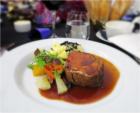 Lunchen (från F12): Rôtistekt kalventrecôtes med sensommargrönsaker och tryffelsky