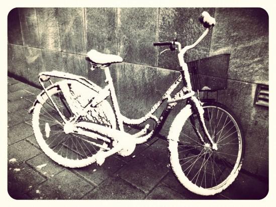 Idag får cykeln stå… Första snön i Sth.