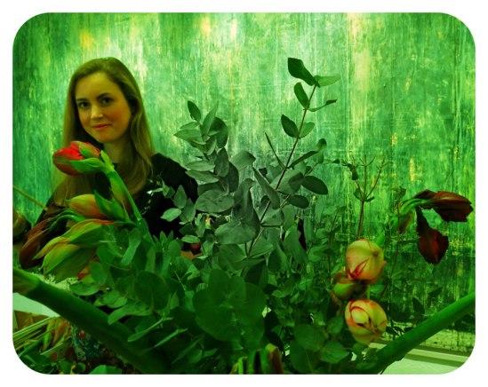 Det mesta är till salu, men allt kan man inte bjuda på! Exempelvis de tjusiga blomuppsättningarna. Eller kvinnan bakom dem, Auktionsverkets dubbelarbetande florist och fashionista, Beata af Donner.Fonden bakom däremot, Jan Håfströms