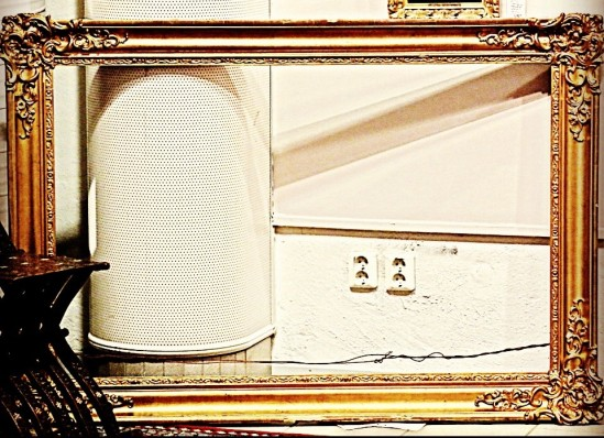 Objekt xx. Konstnär: Eon. Proveniens: Två hål i väggen. Utrop: Okänt. Pressvisning, Auktionsverkets Klassiska