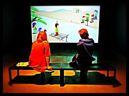 Med blicken på videoverket Players…På vernissage för Pilvi Takalas utställning Slight Chance, Bonniers Konsthall