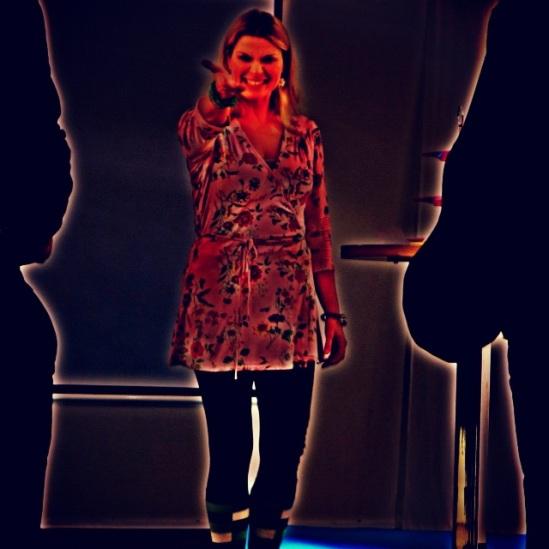 (Glädje)strålande sång!Sopranen Charlotta Huldt-Ramberg sträcker ut sin kalla hand (som Mimi)