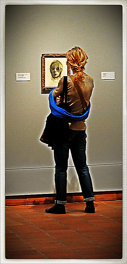 """""""De sista självporträtten förefaller till hälften utsuddade. Vi får i dem uppleva kroppens förfall och själens upplösning hos en konstnär som åldras, där ansiktet till slut bara blir en mask nära att suddas ut av tiden.""""Självporträtt (1944/45)"""
