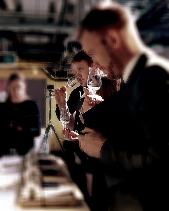 En av årets kaffetrender(?): Att smakdomarna anmodades (av flera av de tävlande) att lukta på/i tomma glas!