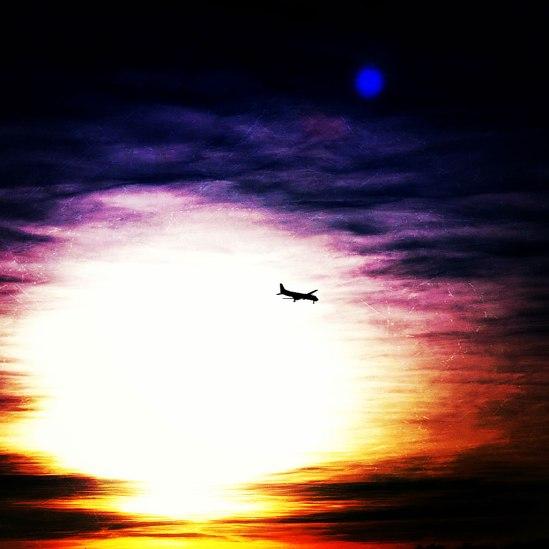 Flyg-ini-solnedgången / © LEX 2013