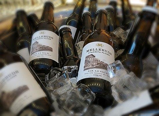 Proper etikett föreställande Melleruds järnvägsstation. Fast innehållet bryggs inte på ortens gamla bryggeri utan på Spendrups Grängesberg.