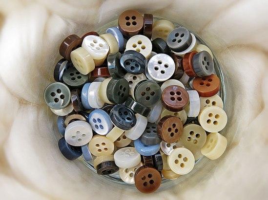 Finaste bomull & knappar av äkta pärlemor.