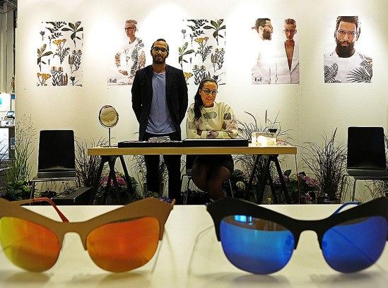 De duktiga glasögonskaparna från Umeå, E&E, dvs. Erik Johansson och Emilia Lindmark inspireras av den norrländska kulturen och deras kollektion bär också namn efter orter som Abisko, Vindeln och Jukkasjärvi. Kattögonen Burträsk är snart mitt nya svarta!