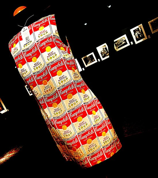 "Andy Warhol by Pepe Jeans. ""Campbell's Soup""-mönstrad-klänning på Stockholms Auktionsverks Fashion (utrop 2' kr)"