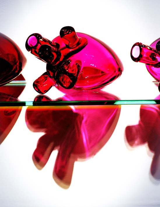 """Ett av sju hjärtan i sviten """"Life vs. Death"""". USD 13 500 för dem alla."""