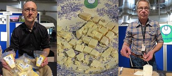 Pär Hellström visar sina Svedjan ostar, Lars Göran Staffare från Bredsjö är skärberedd. Hans Blå ligger redan på fatet