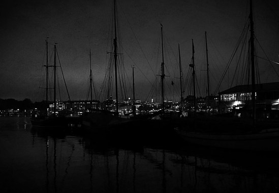 Segelbåtar-i-natten / © LEX 2014