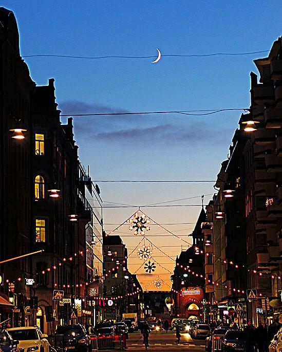 Nymåne-på-en-tråd / © LEX 2014