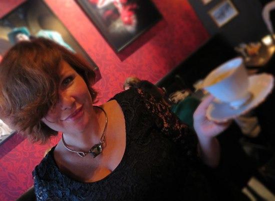 Dominika Peczynski, Mafioso PR, håller inte bara i  koppen utan höll även i aftonens lyckade event!