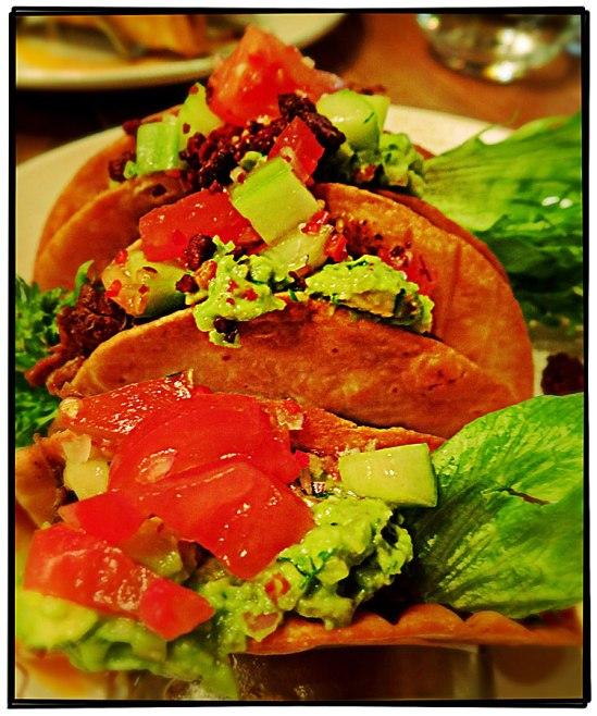 Tacos med brässerad högrev och chorizo (Mexico, 259-)