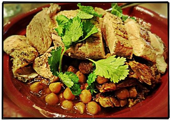 Tagine med kyckling, kikärtor, torkade apriskoser och mandel (Nordafrika, 289-)