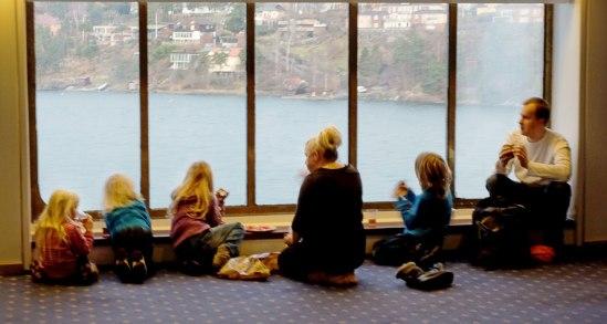 Familjefrukost med utsikt över Stockholms skärgård