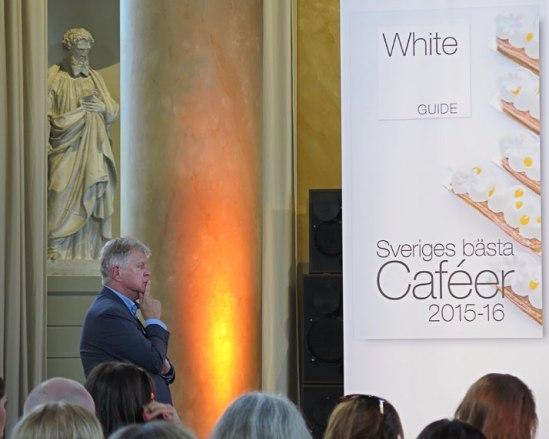 Mr White Guide himself, Mikael Mölstad, håller ett vakande öga över sitt evenemang