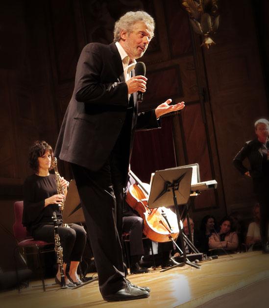 Maestro Piovani presenterade själv nöjsamt sin musik (och satte tolken på knepiga kunskapsprov i grekisk mytologi!)
